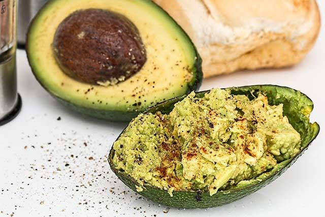 Super Foods For The Brain - Protect from the Ravages of Dementia.   Avocados provide nearly 20 other essential nutrients, including fiber. This sodium and cholesterol-free food contains high amounts of polyunsaturated fats (such as omega-3 fatty acids) as well, along with vitamins A, C, D, E, K, and the full spectrum of B vitamins, thiamine, riboflavin, niacin, pantothenic acid, biotin, vitamin B-6, vitamin B-12, and folate.