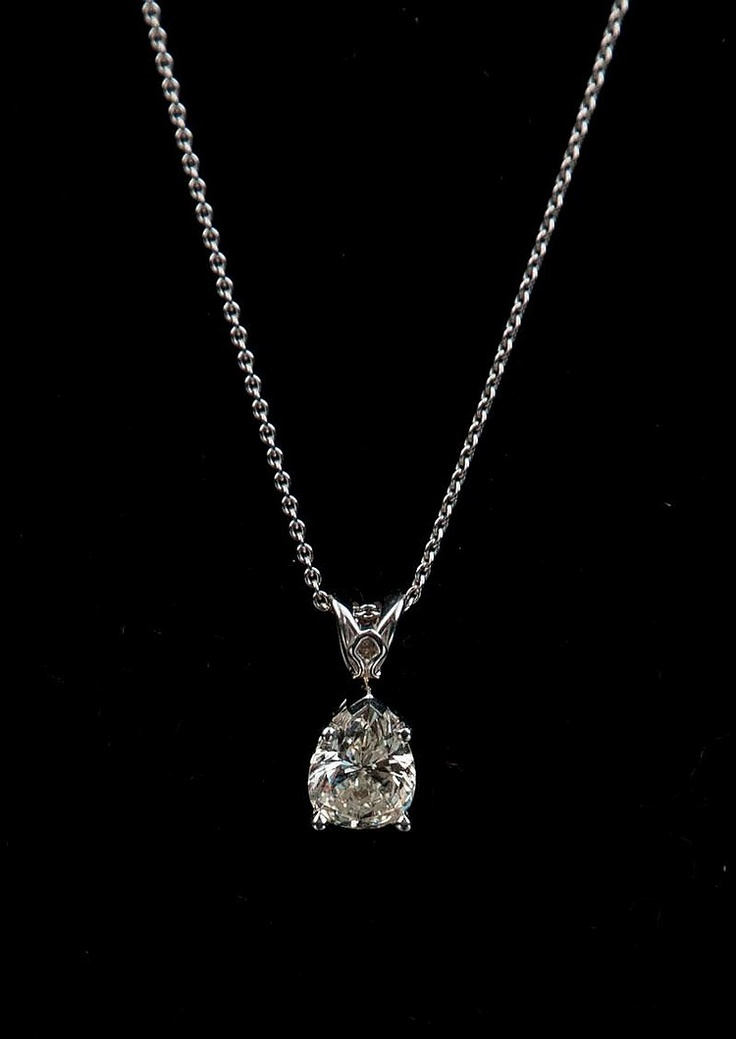 14Kt. White Gold Necklace with a Pear shaped Diamond 1.52Kts, cute