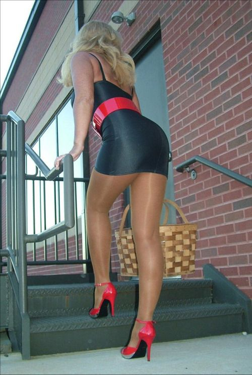 239 best images about I love shoeplay ladies on Pinterest