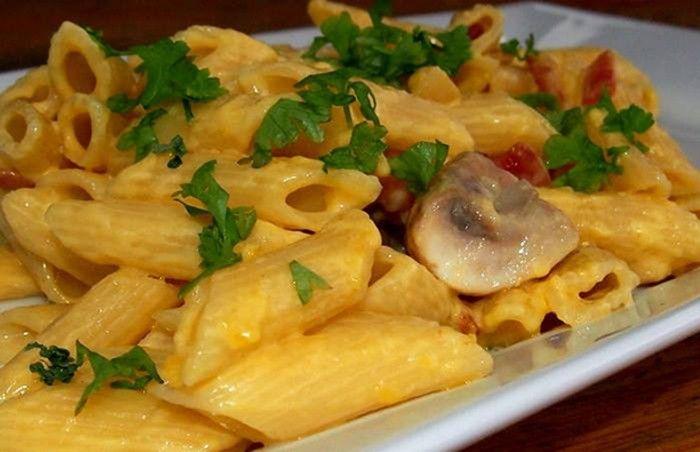 Výborné, rychlé a nenáročné. Těstoviny se sýrovou omáčkou jsou vhodné jídlo když nemáte mnoho času na přípravu.