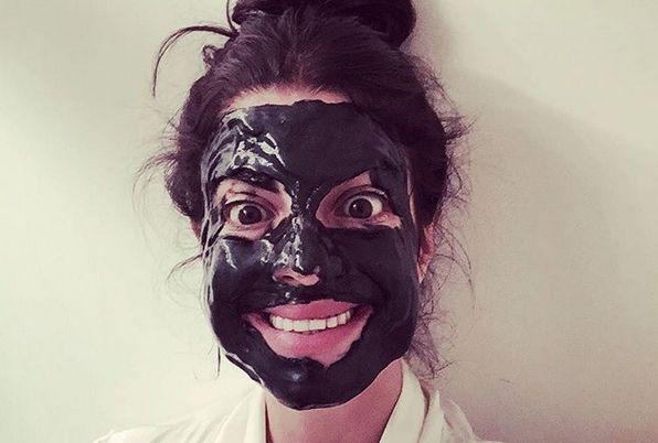 Die Maske für die Person der trockene Kakao