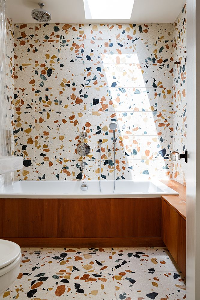 This installation uses 30x30x2 cm tiles throughout.<br />