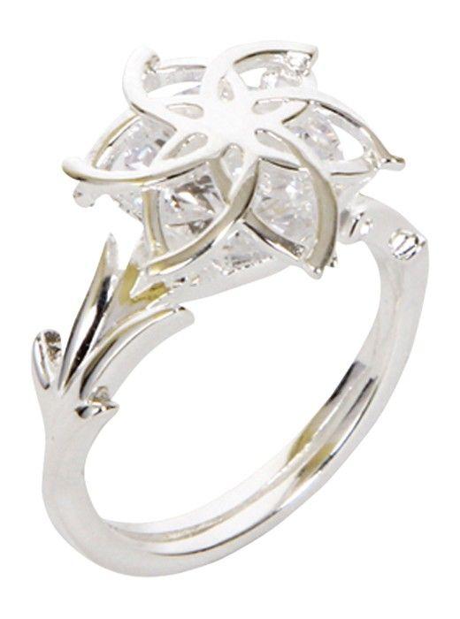 Questo anello adamantino è associato all'elemento dell'acqua. Nei 6 petali è stata incastrata una pietra brillante che rilascia i riflessi di luce catturati in modo stupendo! Materiale: argento Disponibile in diverse misure: * taglia 50 * taglia 52 * taglia 54 * taglia 56