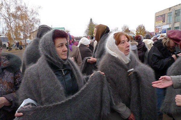Базар пуховых платков в Саракташе