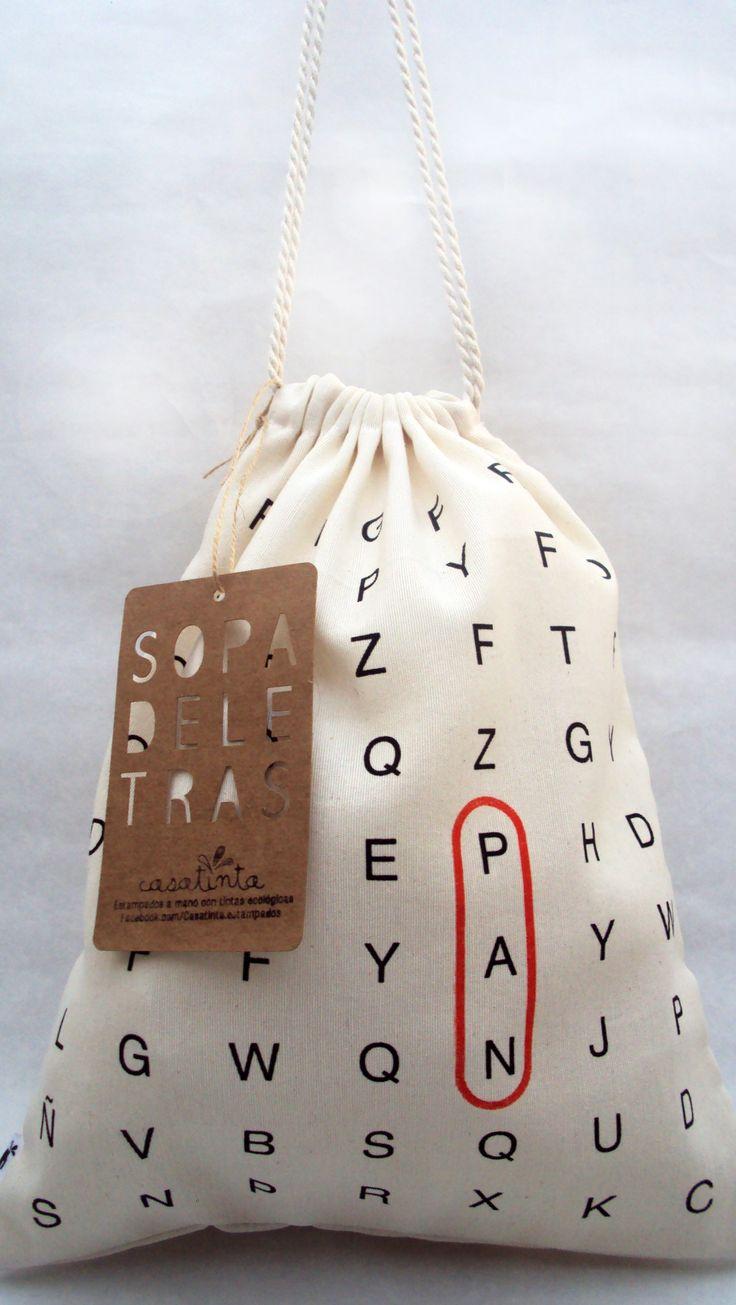 """Bolsa para Pan serie """"Sopa de Letras"""" Confeccionadas en gross de algodón. Estampadas con tintas ecológicas que no dañan el medioambiente con diseño exclusivo de Casatinta. Tamaño: 36 cm de alto x 29 cm de ancho."""