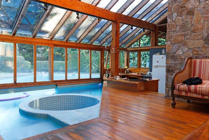 Lujosa casa con piscina in out frente a lago lacar casas for Piscina in casa
