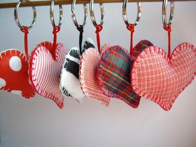 Llaveros corazón en fieltro estampado y telas estampadas. De la colección San Valentín - Mariposas