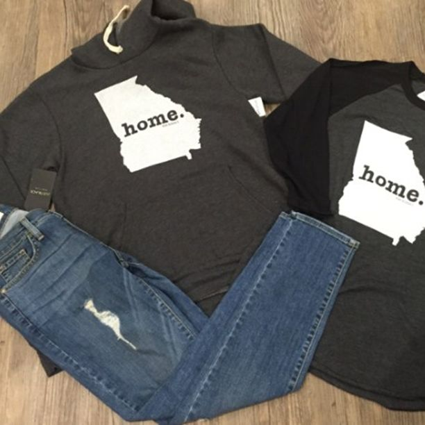 Shop Apricot Lane on Saturday and receive 20% off. Do you love the fall weather in Augusta Georgia like we do? There is nothing better than boyfriend jeans and a Georgia Home T sweatshirt when its cold outside. Don't forget the fashion show at Augusta mall on Saturday. #apricotlaneaugusta #Lovefallingeorgia #homet