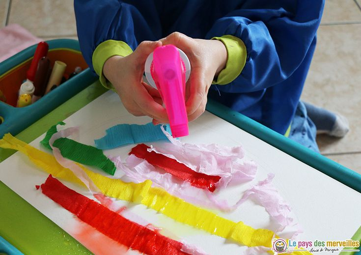 Peinture avec du papier crépon et un pulverisateur d'eau