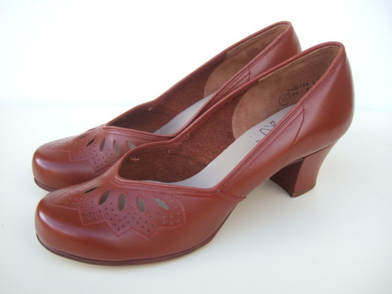 Vintage 1955 Clarks Wessex tan brown court shoes.