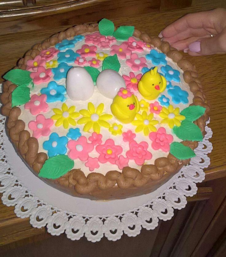 Torta di Pasqua al cioccolato, vaso di fiori