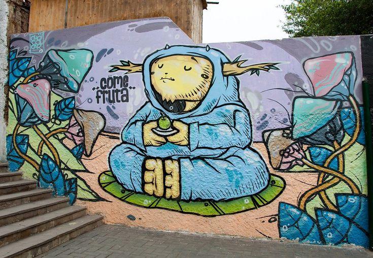 """Discovering street art in Lima's bohemian Barranco district: Es muy importante de él (Elliot Tupac) conservar la cultura de Peru con arte. De hecho, Elliot Tupac escogió su nombre a causa de Tupac Amaru, el último rey Inca, y Tupac Amaru II, el revolucionario de Peru. Su nombre verdadero es Elliot Urcuhuaranga Cárdenas. Principalmente, él pinta graffiti de algunos palabras (por ejemplo, """"Antes Soñaba."""") Este significa """"I used to dream"""" en inglés."""