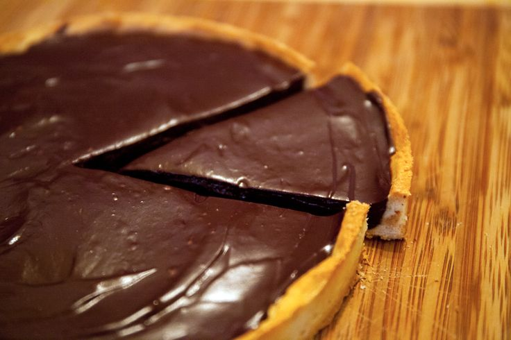 Chocolate tarte with sweet dough hazelnuts : delicious & easy to made !