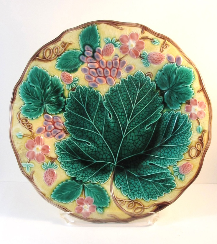 Antique Majolica Wedgwood Strawberry Plate. $ 179.00 & 245 best Majolica images on Pinterest | Asparagus Ceramic art and ...