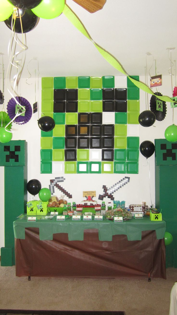 Minecraft Birthday table
