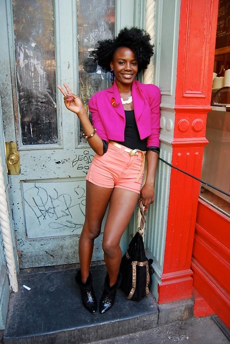 cute style. I think i wanna try it !Shingai Shoniwa, Colors Combos, Street Style, Nature Hair Style, Fine Hair, Big Hair, Cute Outfit, Hair Care, Curly Girl