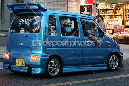 Modifierade minibuss - staden av naha, okinawa, japan — Stockfoto #12470390