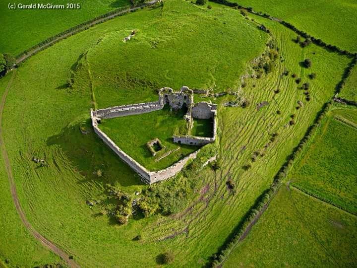 Roche Castle, Dundalk, Ireland – saeglopur