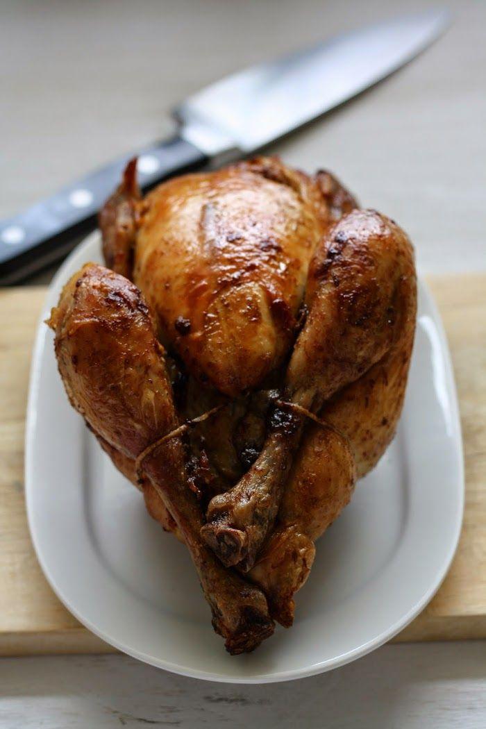 Trucs et astuces pour réussir le poulet rôti au four  Le poulet rôti, le genre de plat que j'affectionne de cuisiner très régulièrement, simple, bon, gourmand et met tout le monde d'accord. Certes très bon à acheter en rôtisserie pourtant si simple à réaliser chez soi. Je partage avec vous mes petits trucs …
