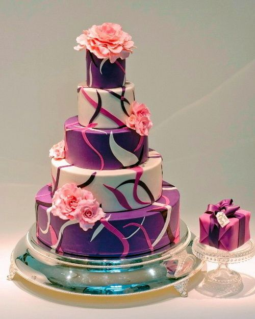 Large And Elegant Birthday Cakes Ideas For Adults