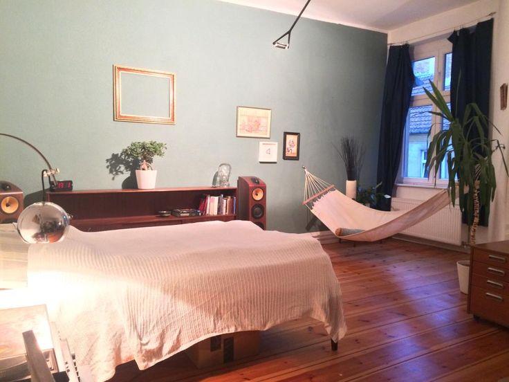 gem tliche wg zimmer mit palme und h ngematte f r ein entspanntes feierabend gef hl wg zimmer. Black Bedroom Furniture Sets. Home Design Ideas