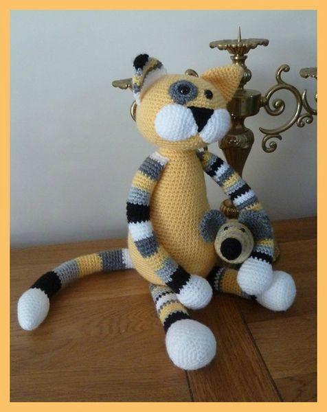 amigurumi cat... love the stripes!!