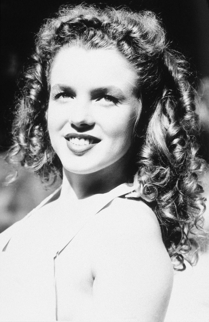 """Norma Jeane Baker aka Marilyn Monroe early 1940's before her face was made over and Marilyn was """"Born"""""""