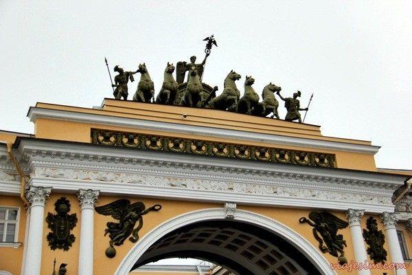 Dicas e roteiro de São Petersburgo – a pé e com mapas! | http://www.viajesim.com/2015/04/roteiro-sao-petersburgo-pe-mapa-4-dias.html