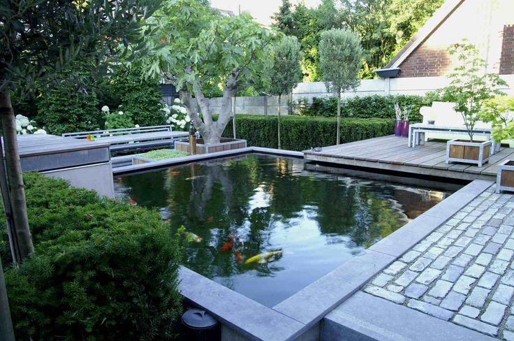 Koi vijver met hardstenen.  Ontwerp enaangeleg door hoveniersbedrijf van Elsäcker tuin. Van Elsäcker tuin heeft met deze tuin de 2e prijs gewonnen in de hovenierscompetitie Tuin van het jaar 2008.