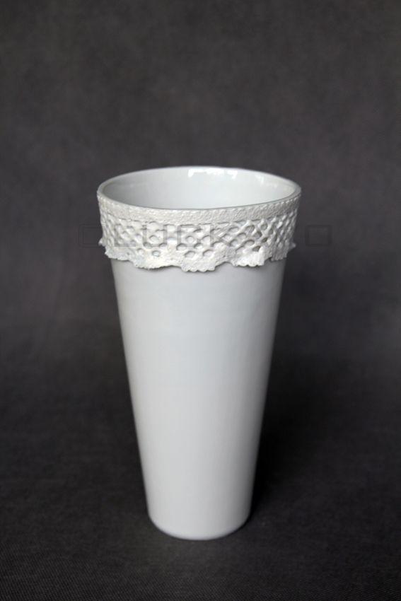 Baroque I.- porcelain decoration by lace
