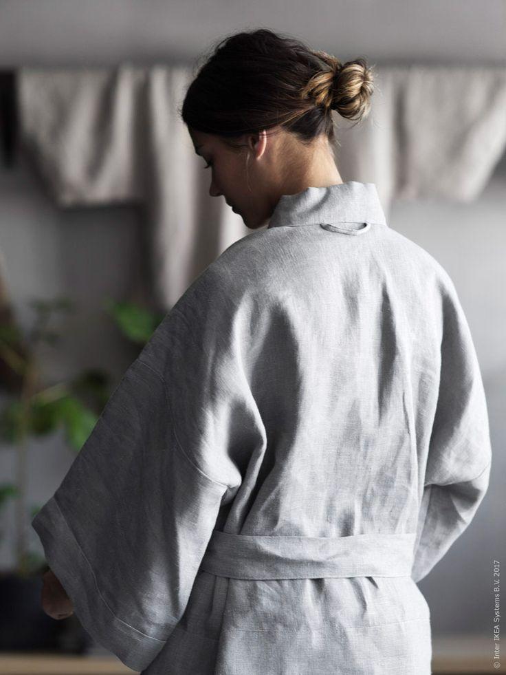 Kimonon av AINA metervara fungerar såväl som dekorativ väggdekor och som härligaste plagget.