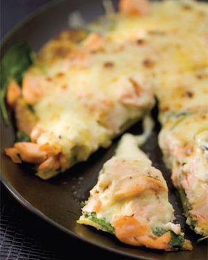 Gegratineerde omelet met zalm en spinazie