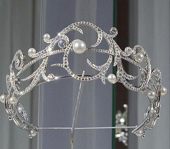 a new Chaumet tiara from 2017 3e559ca10d91