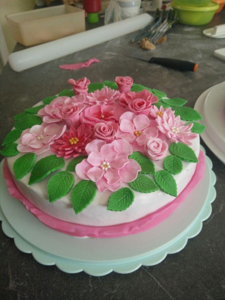 Blumiger Kuchen wo sich bestimmt jede Mama, Freundin oder Schwester freut