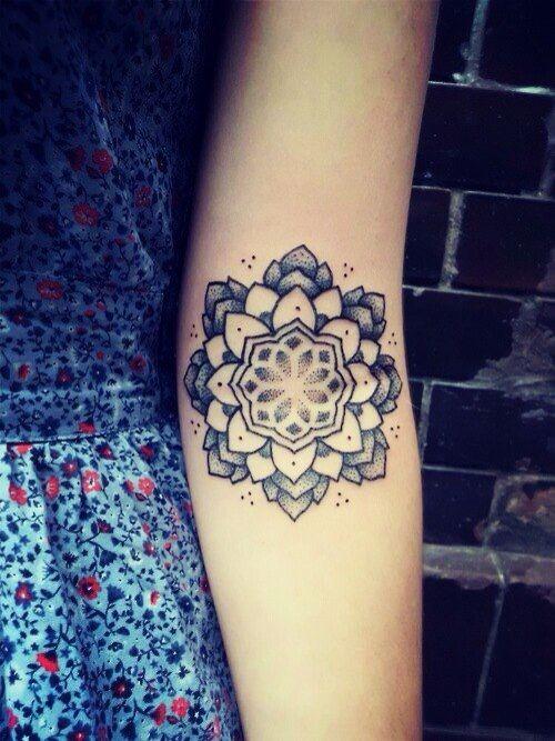 17 best images about tatuagem de mandala on pinterest tattoo finder mandala flower tattoos. Black Bedroom Furniture Sets. Home Design Ideas