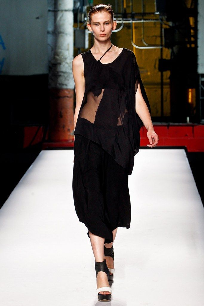 Helmut Lang Spring 2012 Ready-to-Wear Fashion Show - Monika Sawicka