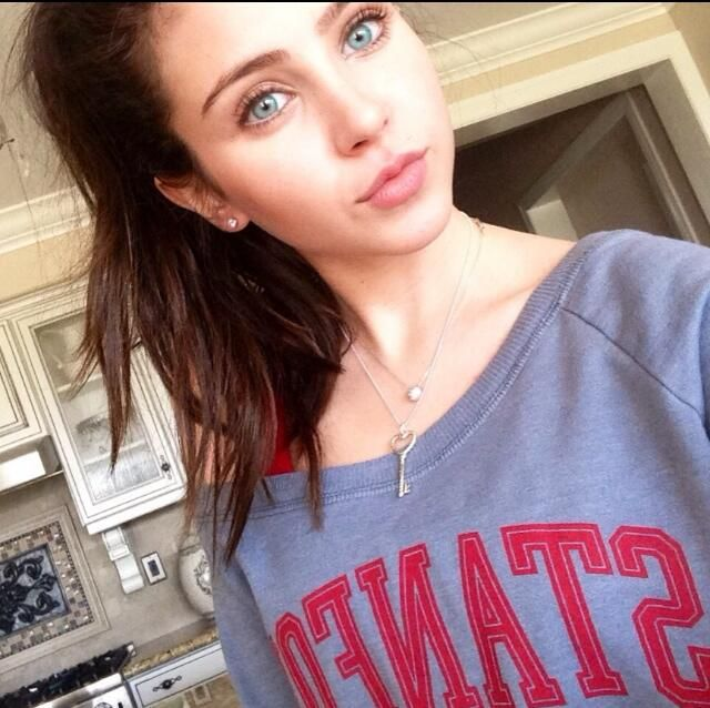 Ryan Newman no makeup