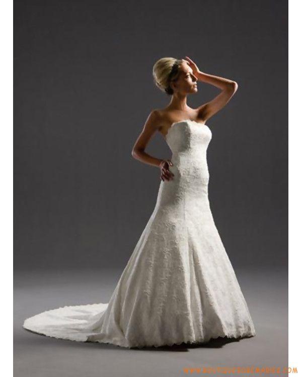 Robe de mariée à bustier en dentelle