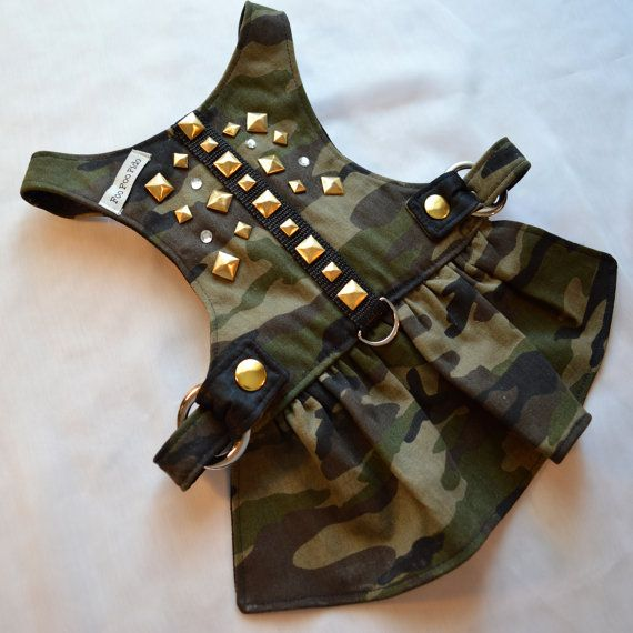 Use style to Make muscle shirt for Gizmo. Dog Harness Travelin Soldier Dog Harness Dress por FooFooFido                                                                                                                                                                                 Más