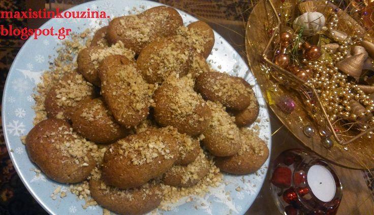 Υλικά για τη συνταγή μας 2 κούπες ελαιόλαδο 440 γρ flora με βούτυρο 140 γρ. 1 κούπα ζάχαρη 220 γρ. 3 κ. γλυκού κοφτά κανέλα 1/2 κ.γλ. γαρύφαλλο 1 1/2 φλιτζάνι του καφέ κονιάκ 90 γρ. 3 κ.γλ. ξύσμα πορτοκάλι 1 ποτήρι χυμό
