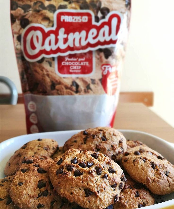 Fit chocolate chip cookies from  @iswearitsfit ⬇️  1. 100g of oatmeal + 20g of whole wheat flour  2. 50g of chocolate chips  3. 30g of whey (natural flavour)  4. 20g of honey  5. 160ml of egg white  6. 1/2 bag of vanilla yeast  7. 40g of dark chocolate flakes  8. In the oven for a maximum of 15min (180°).  #Prozis #ExceedYourself #ProzisRecipes  #recipe #protein #healthylife #foodie #food #homecooking #foodlover #eatclean #lunch #fit #peanuts #chocolate #oatmeal #nutrition #fitfood