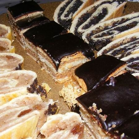 Egy finom Zserbó puha csokimázzal ebédre vagy vacsorára? Zserbó puha csokimázzal Receptek a Mindmegette.hu Recept gyűjteményében!