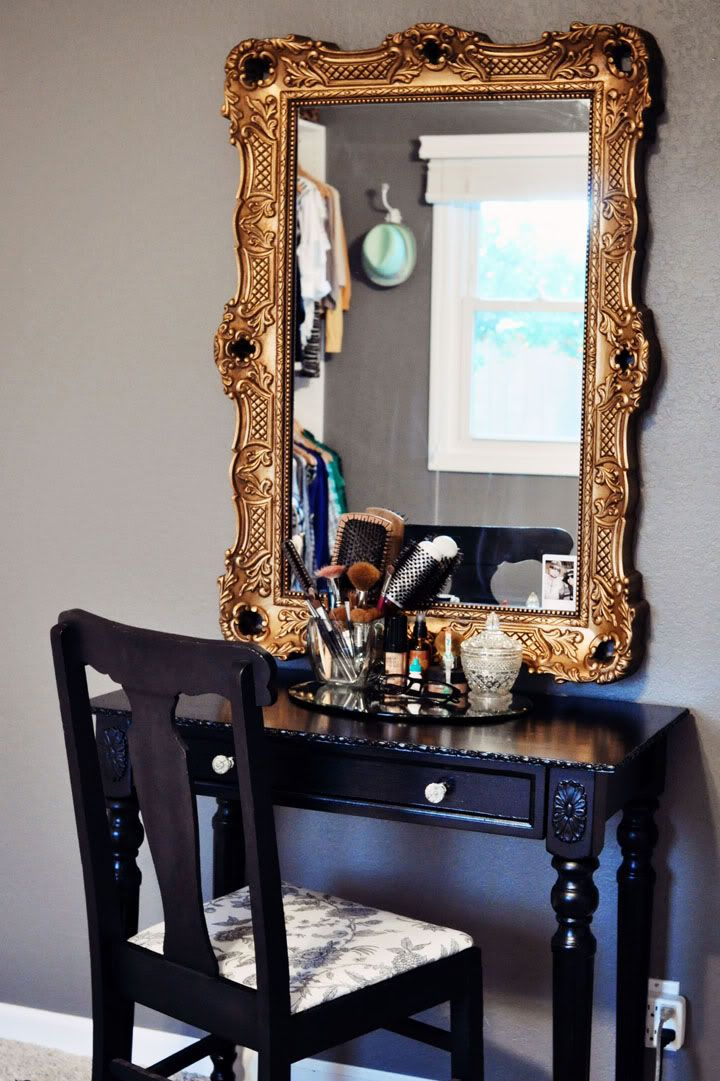 - could also use as office space? cork board or chalk board instead of mirror. but i love it as a vanity also!