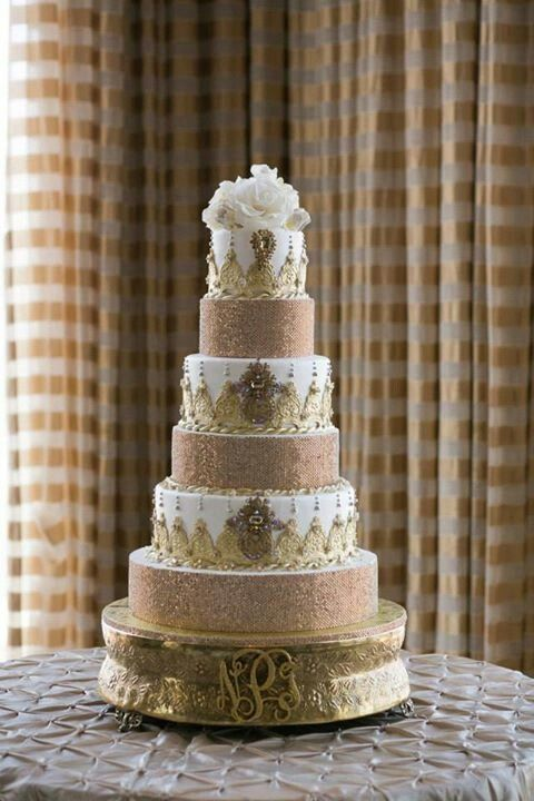 how to make a bling wedding cake stand 25 best ideas about rhinestone wedding cakes on 15792
