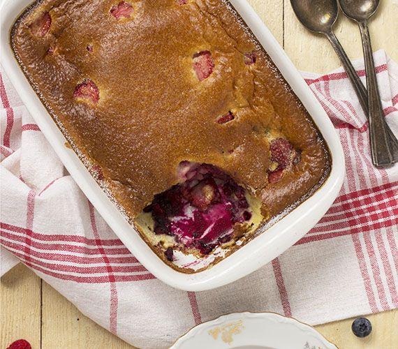 Een clafoutis is een Frans gebak, gemaakt van kersen en een beslag van eieren, suiker, bloem en melk. Met ander fruit noemt men het gebak flaugnarde.