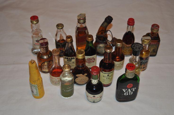 In vendita ad un prezzo veramente basso n. 37 mignon di liquori solo per uso collezionistico e non bevibili..in discrete condizioni.