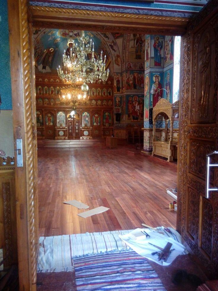 Parchet curupau in biserica Ciolpani
