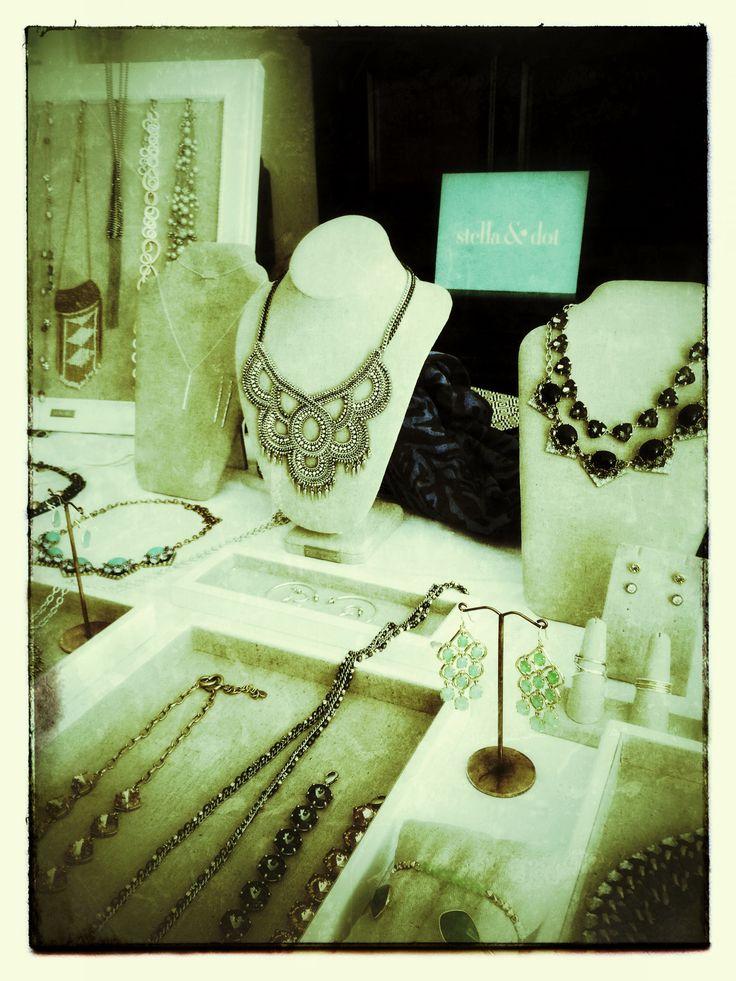 """""""Trunk show"""" Stella&Dot, vente exclusive de bijoux et accessoires mode, directement en ligne sur www.stelladot.fr/sites/CelineB       La collection qui sublimera la femme que vous êtes !"""