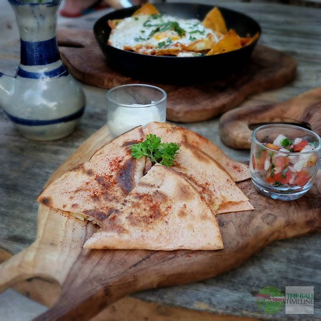 Food Blog Bali  #Food: Chicken Quesadilla #Delicious: 3.5/ #Foodcious: Grilled chicken latin style tortilla cheese green pepper and onion  And this quesadilla have the latin taste as it twist    @cafe_lavida  RP 30k  On the way to Balangan beach    #quesadilla #balangan