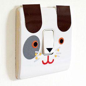 Interruptor decorado com papel contact colorido  http://agulhaspinceisemais.blogspot.com.br/2012/03/espelhos-de-interruptores-decorados.html